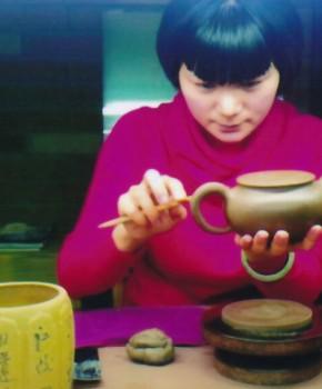 紫砂壶工艺师王海琴名家照片
