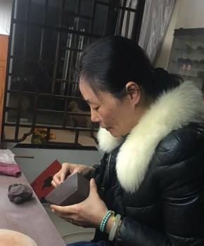 紫砂壶工艺师吴春霞名家照片