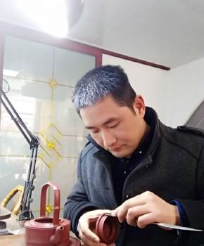 紫砂壶工艺师吴俊名家照片