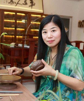 紫砂壶工艺师徐丽云名家照片