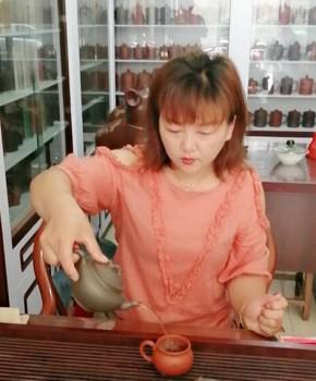 紫砂壶工艺师范小琴名家照片