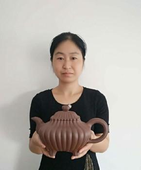 紫砂壶工艺师张静珍名家照片