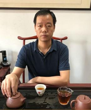 紫砂壶工艺师周旭平名家照片