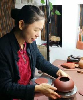 紫砂壶工艺师周玉秀名家照片