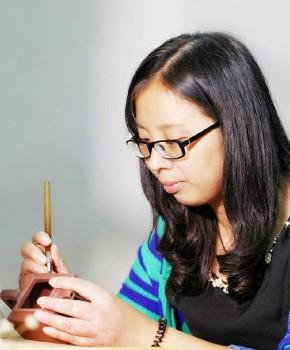 紫砂壶工艺师周卓琴名家照片