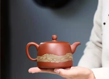 张伟军紫砂壶作品|原矿小红泥丝绸之路壶350CC纯手工真品多少钱