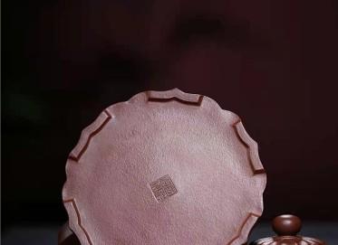 王国祥紫砂壶作品|原矿底槽清裙花提梁壶780CC手制真品怎么样