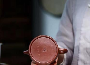 杨鹏紫砂壶作品 石红料德钟壶220CC手工真品行情