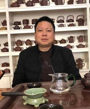 紫砂壶工艺师朱树刚名家照片