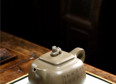 黄卫民紫砂壶作品|原矿青段泥崇德壶620CC手工真品价值