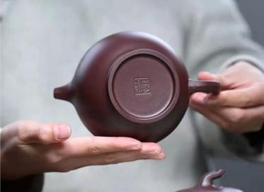 陈亚萍紫砂壶作品 原矿紫泥茄段壶470CC全手工正品多少钱