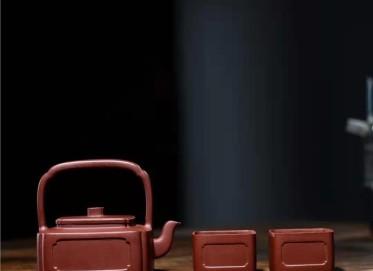 秦国萍紫砂壶作品 原矿底槽清云间提梁壶330CC手制真品价格