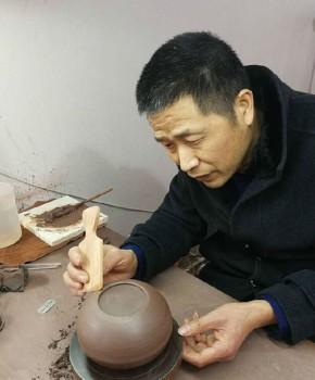 紫砂壶工艺师杨育名家照片