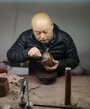 紫砂壶工艺师裴剑清名家照片