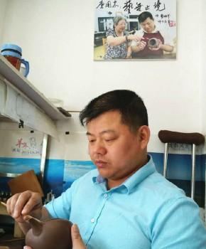 紫砂壶工艺师唐国忠名家照片