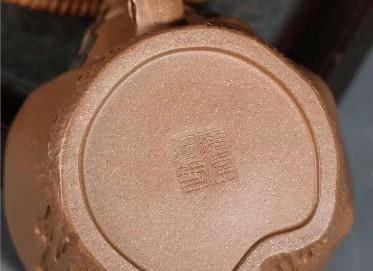宋晓伟紫砂壶作品|蟹黄段泥松桩壶260CC全手工真品多少钱
