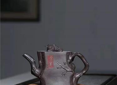 宋晓伟紫砂壶作品 紫茄泥金蟾梅桩壶350CC手制真品价格