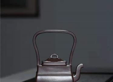 宋晓伟紫砂壶作品|紫茄泥双线提梁壶300CC手工正品价位