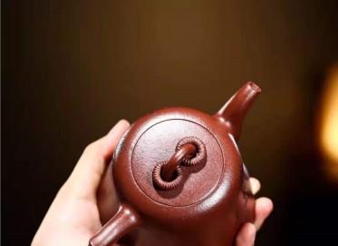 陶金兰紫砂壶作品 原矿底槽清精忠报国壶320CC手制正品多少钱