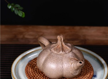 陈忠庆紫砂壶作品|原矿段泥南瓜壶300CC手制真品多少钱
