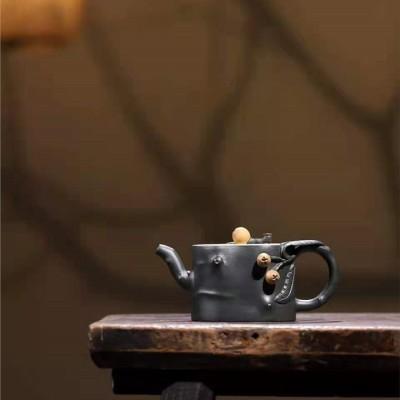 王岳龄作品 枇杷壶