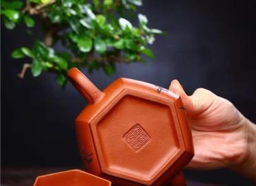 何其仙紫砂壶作品 原矿清水泥六方汉瓦壶280CC全手工真品价格表