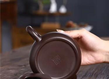 何其仙紫砂壶作品|紫茄泥牛盖莲子壶360CC手工真品怎么样