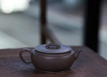 储伟芬紫砂壶作品 汉瓦壶 原矿青段泥 180cc 大蕴汉瓦 光器 民间艺人 储伟芬紫砂壶价格,多少钱