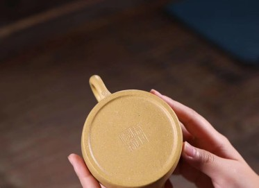 冯小俊紫砂壶作品 德钟壶 开片段泥 180cc  工艺美术师 冯小俊紫砂壶价格,多少钱