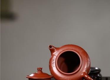张雪军紫砂壶作品 原矿朱泥风荷清影壶 210CC 国家级工艺美术师 张雪军紫砂壶价格,多少钱