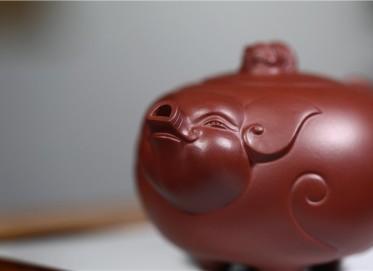张剑紫砂壶作品 原矿底槽清福猪壶 360CC 国家级工艺美术师 张剑紫砂壶价格,多少钱