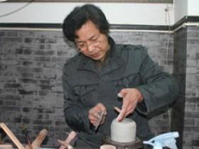 宜兴紫砂名家李洪明照片