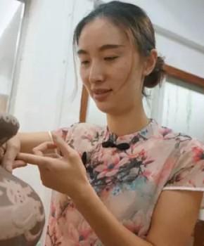 紫砂壶工艺师张丽名家照片