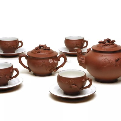紫砂壶拍卖 顾景舟制《松鼠葡萄十头套组茶具》拍出8960万元