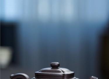 陈卫明紫砂壶作品 黑料筋纹四方壶 220CC 国家级工艺美术师 陈卫明紫砂壶价格,多少钱