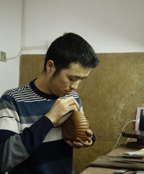 紫砂壶工艺师张伟名家照片