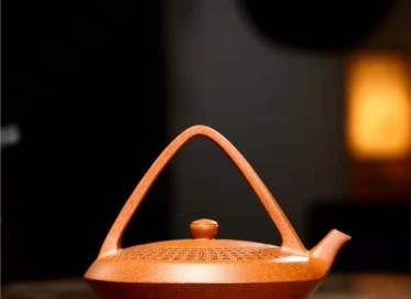 朱正琴紫砂壶作品|蟹黄段泥佛灯提梁壶380CC纯手工正品价格