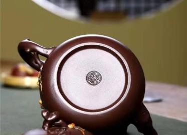 朱正琴紫砂壶作品|原矿紫泥五福临门壶550CC全手工真品价值