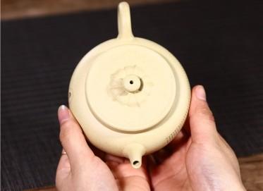 周莹紫砂壶作品|本山绿泥心经菱韵壶250CC纯手工真品价格表