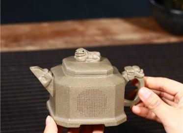 徐勤紫砂壶作品 原矿青段泥八方纳福壶300CC全手工正品多少钱
