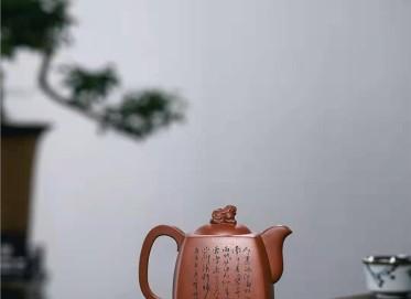 牟锦芬紫砂壶作品 原矿红皮龙狮威四方壶510CC全手工正品价值