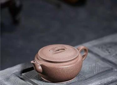 许华芳紫砂壶作品|原矿段泥汉瓦壶230CC手制真品价位
