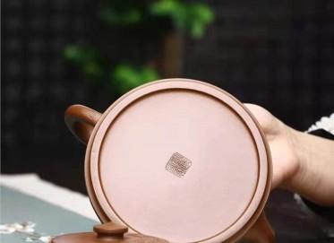 刘政紫砂壶作品|羊脂泥井源壶500CC全手工真品行情