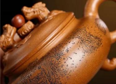 储国峰紫砂壶作品|原矿黄金段泥双龙戏珠壶280CC全手工正品价格