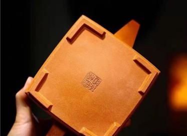 储国峰紫砂壶作品 原矿黄金段泥双线四方壶950CC手制真品行情