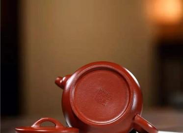 王其明紫砂壶作品|原矿大红袍镜瓦壶230CC全手工真品行情