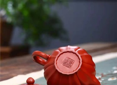 王其明紫砂壶作品|原矿大红袍筋纹笑樱壶220CC手工真品行情