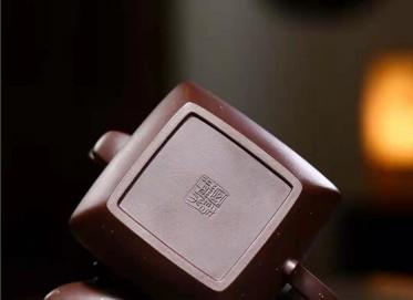 秦国萍紫砂壶作品|原矿紫泥四方玉带套组壶530CC纯手工正品价格表