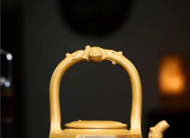 秦国萍紫砂壶作品 原矿黄金段泥八卦龙凤提梁壶500CC手工真品多少钱