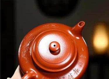 秦国萍紫砂壶作品|原矿大红袍虚扁壶950CC手工真品价格表
